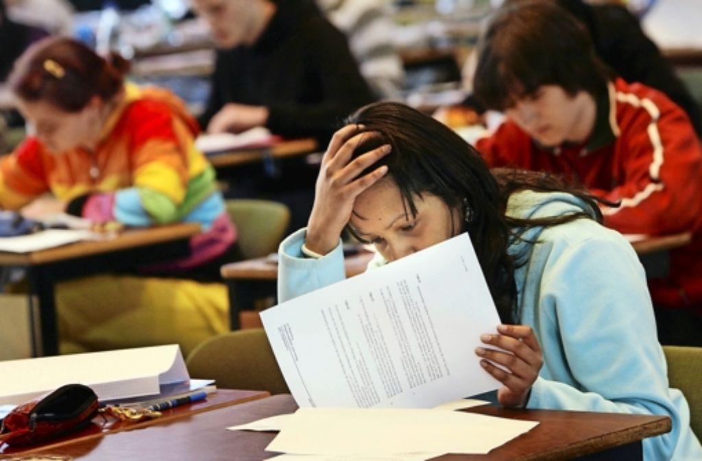 Der Sohn eines Lehrers hat offenbar die Lösungen des Mathe-Abiturs abfotografiert und verschickt. Foto: dpa