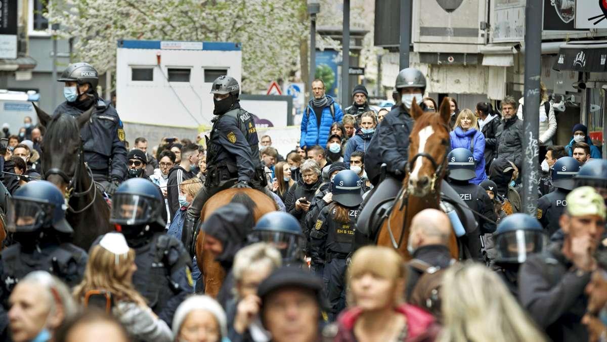 Polizei zeigt 700 Querdenkern Grenzen auf