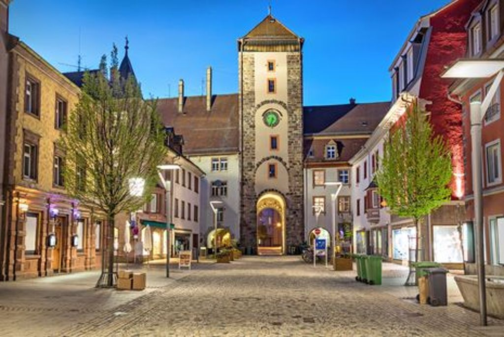 Das Obere Tor in Villingen-Schwenningen. Der Ort ist Ausgangspunkt der Tour entlang des Neckartal-Radweges. Foto: Shutterstock/Sergey Dzyuba