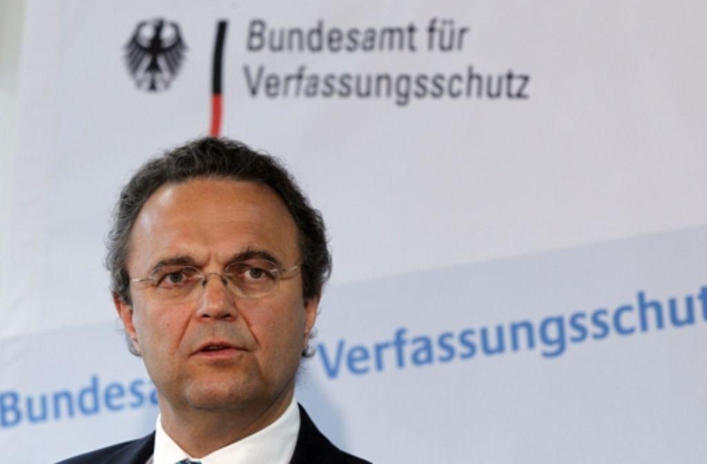 Innenminister Hans-Peter Friedrich will den Verfassungsschutz umkrempeln. Foto: dapd