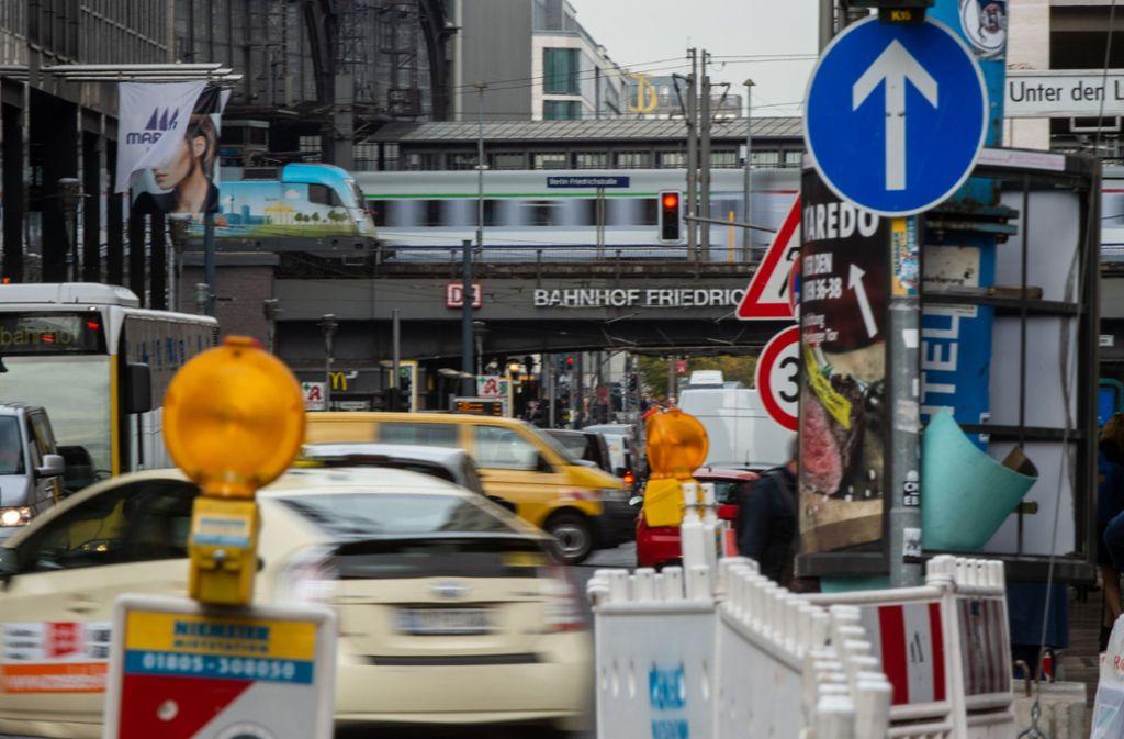 In mehreren Straßen Berlins sollen Fahrverbote für Diesel-Fahrzeuge erfolgen. Foto: dpa