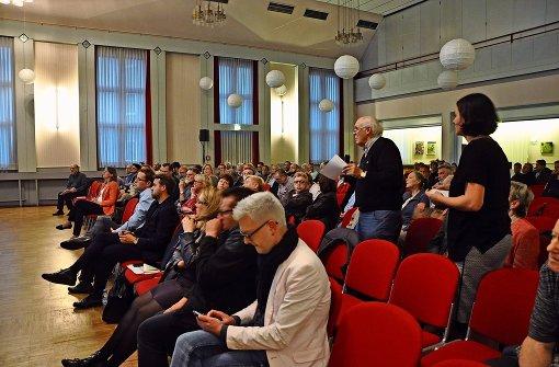 Viele Bürger zeigten Interesse am  Infoabend der Bahn. Foto: Georg Linsenmann