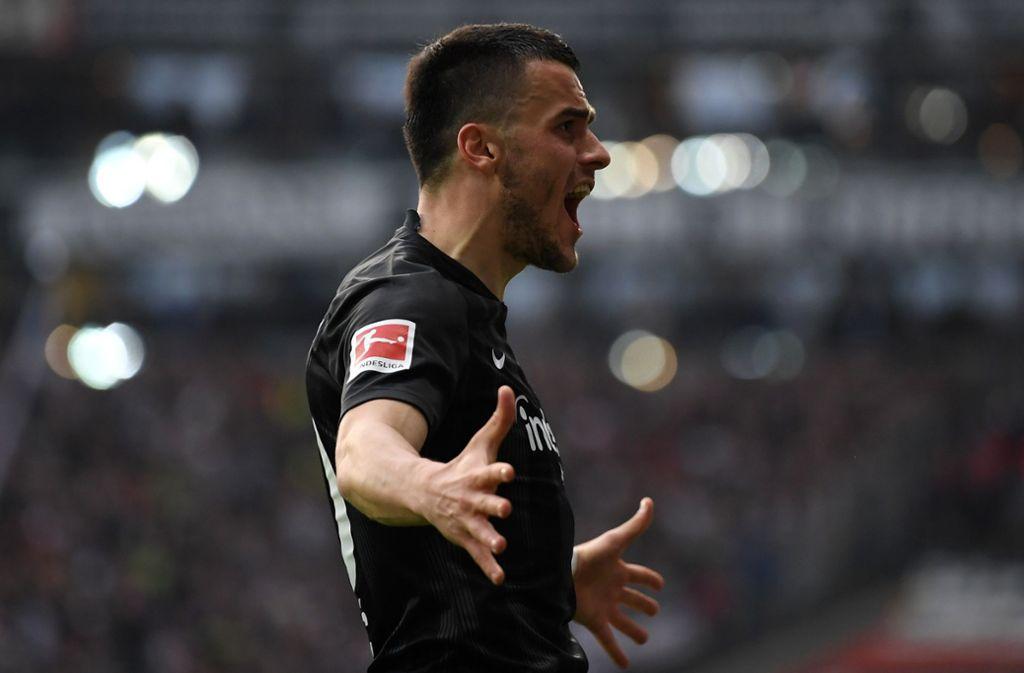 Filip Kostic hatte beim Spiel seiner Frankfurter gegen den VfB Grund zum Jubeln. Foto: Bongarts