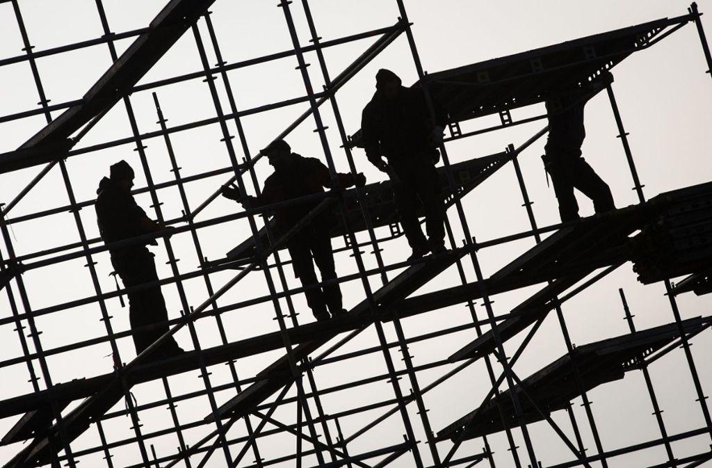 Ein Kranführer ist im Schwarzwald von einem Bauteil erschlagen worden. (Symbolfoto) Foto: dpa/Christian Charisius