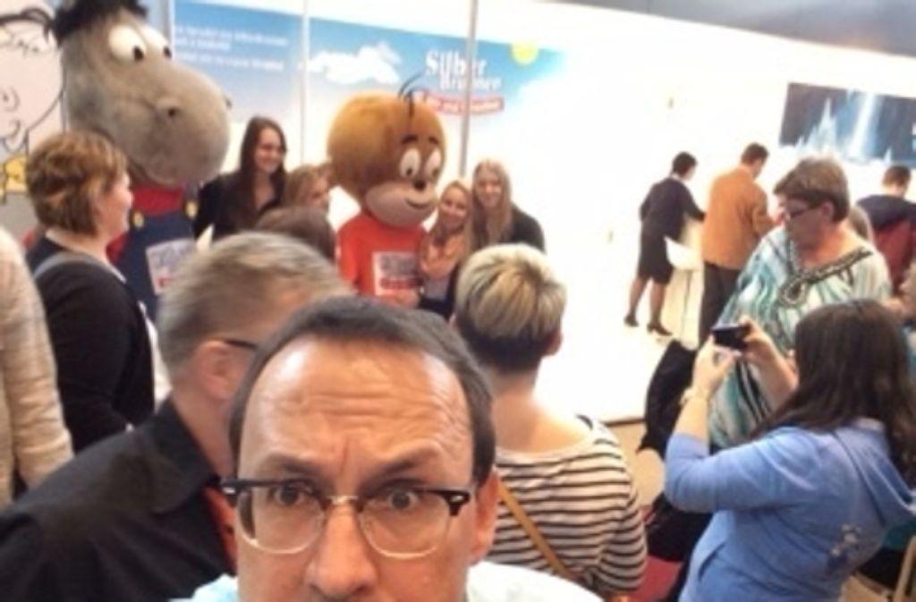 Intelligentes Selfie auf der Intergastra: Der Weinkolumnist vor Äffle und Pferdle, eines der beliebtesten Motive Foto: Weier