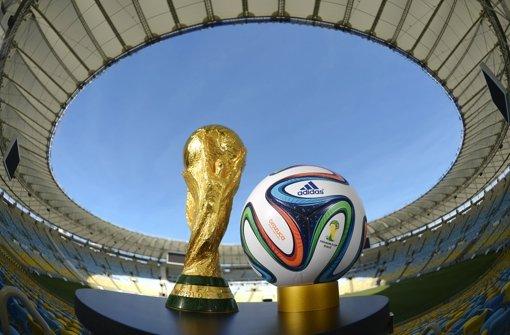 Kann man mit Pfeil und Bogen den WM-Pokal klauen?