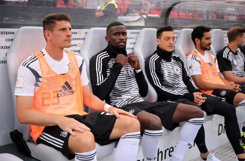 Mario Gomez, Antonio Rüdiger, Mesut Özil, Ilkay Gündogan (v.l.) in Leverkusen. Foto: Pressefoto Baumann