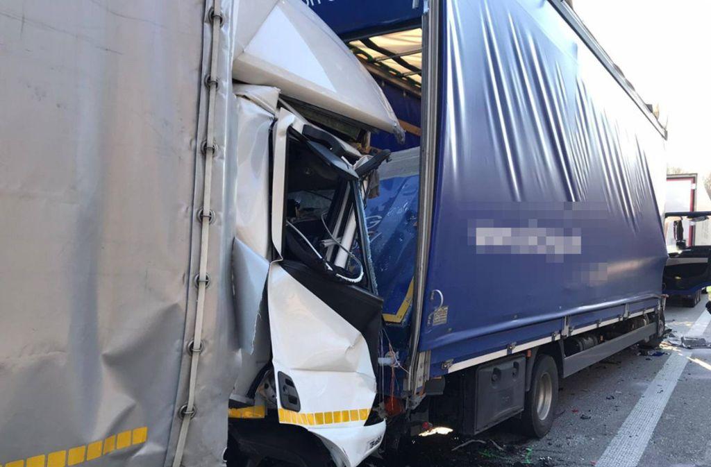 Die Wucht des Aufpralls war so heftig, dass die Lkw ineinander geschoben wurden. Foto: 7aktuell.de/ Hessenauer/7aktuell.de | Hessenauer