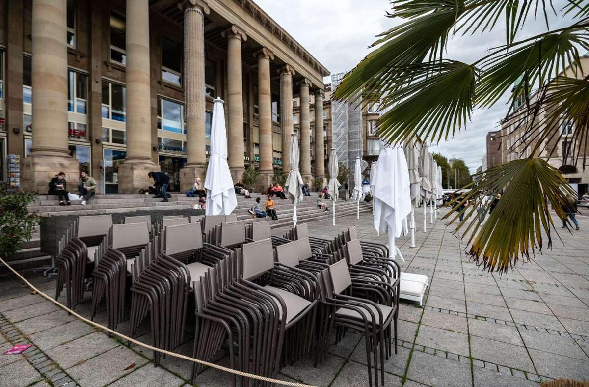 Die Stühle werden noch nicht gebraucht: Der Lockdown für Restaurants wird verlängert. Foto: Lichtgut/Leif Piechowski