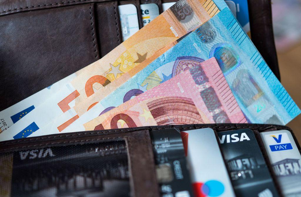 Ein Trickdieb hat in Kirchheim/Teck mehrere hundert Euro erbeutet. Foto: dpa/Monika Skolimowska
