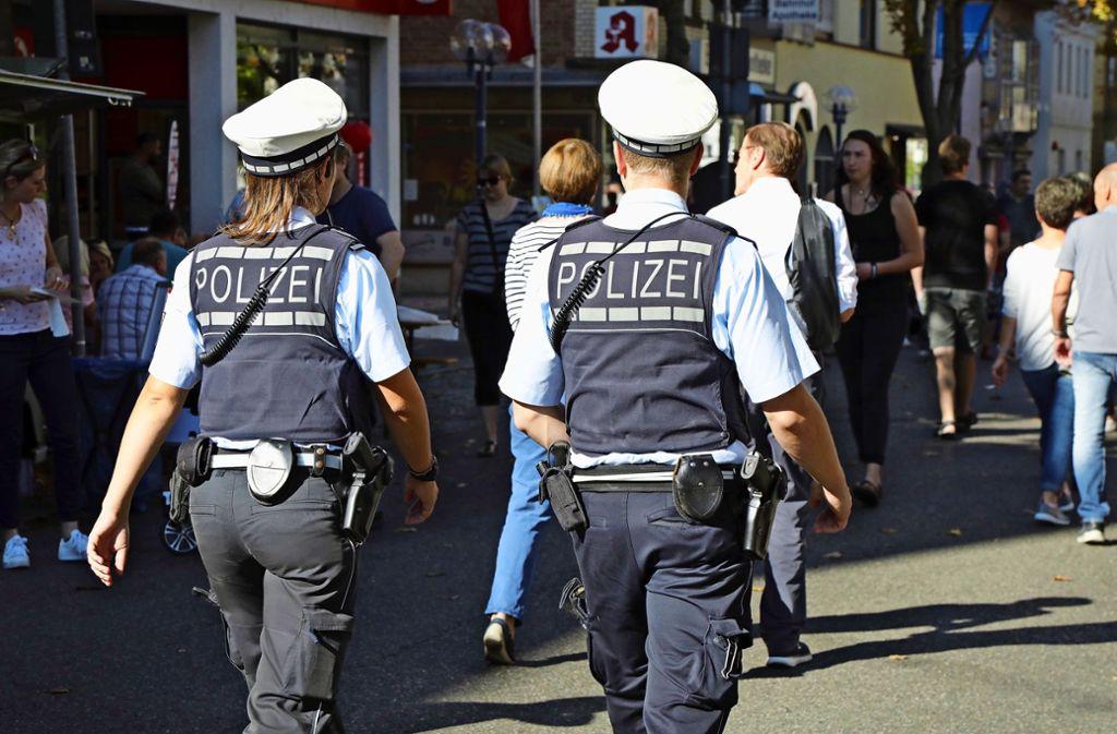 Alles im Blick: Polizeibeamte beim verkaufsoffenen Sonntag 2018. Foto: Patricia Sigerist