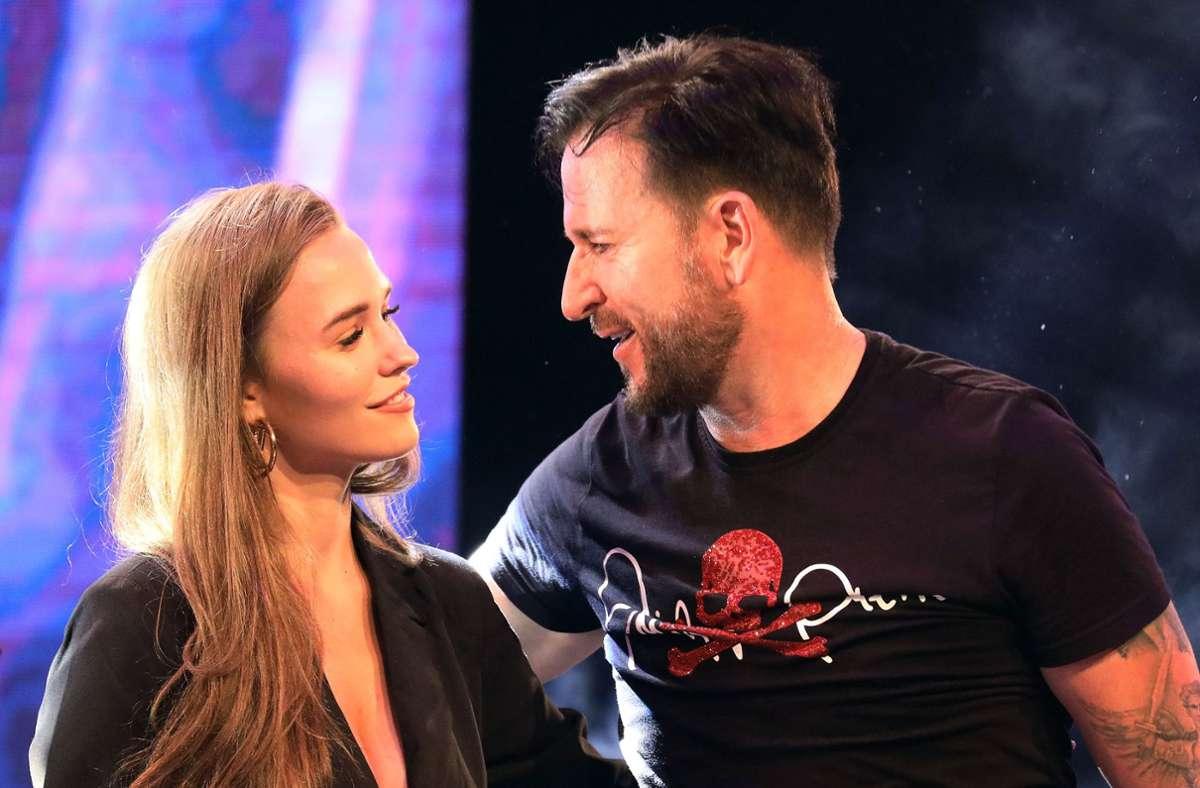 """Michael Wendler (hier mit seiner Frau Laura) wird aus der Castingshow """"DSDS"""" herausgeschnitten. (Archivbild) Foto: dpa/Revierfoto"""
