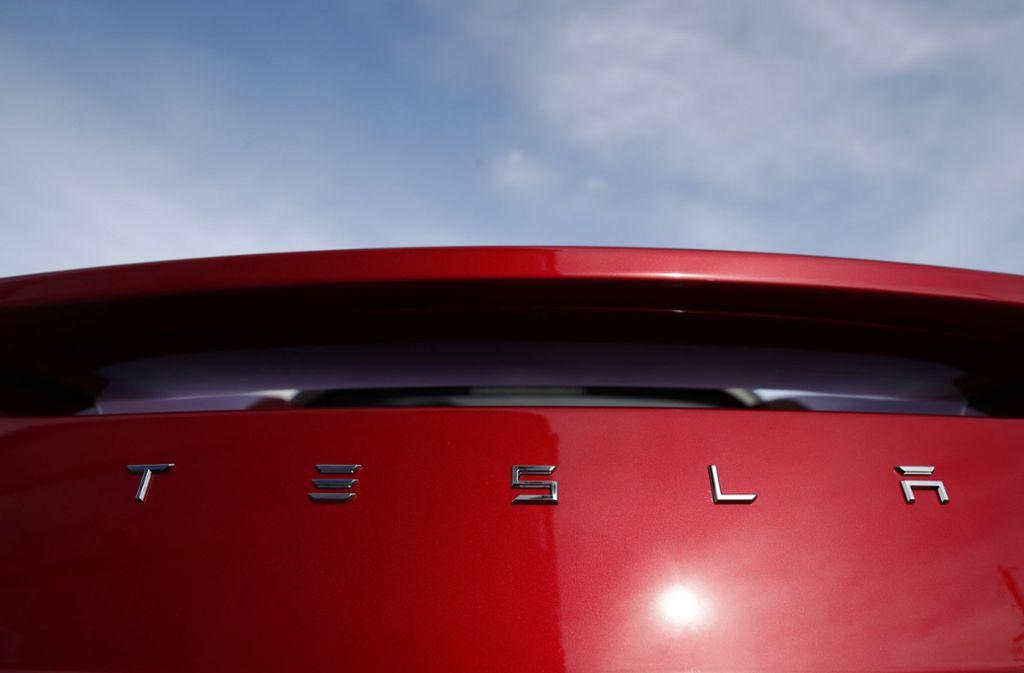 Der Elektroautobauer Tesla will in großem Stil Stellen streichen. Foto: AP
