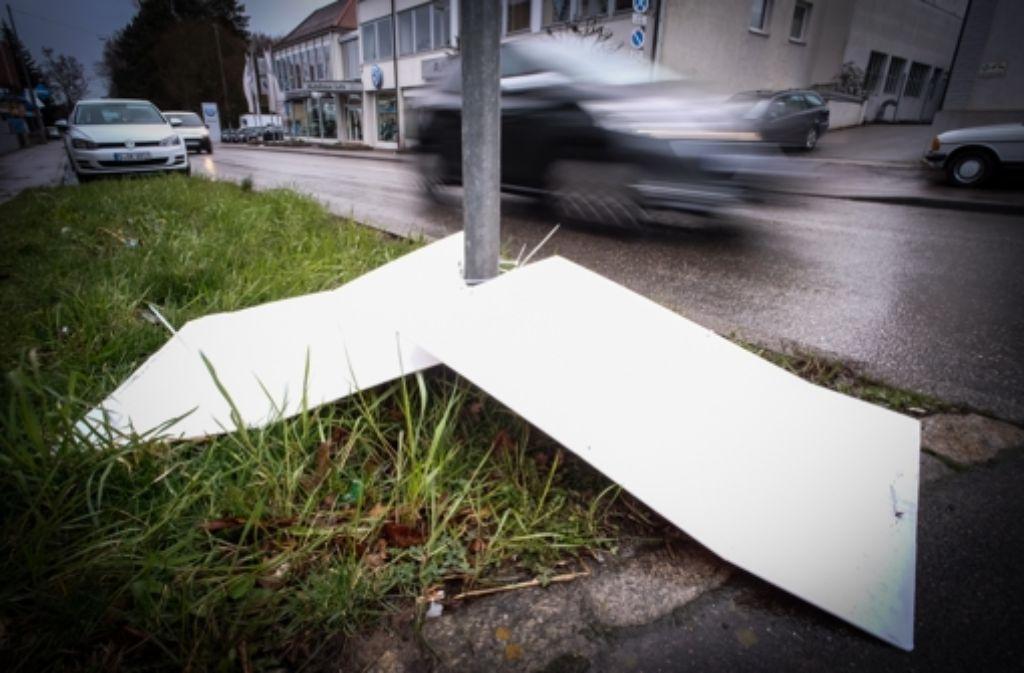 Parteien beklagen im Wahlkampf immer wieder die Zerstörung ihrer Plakate. Foto: Lichtgut/Achim Zweygarth