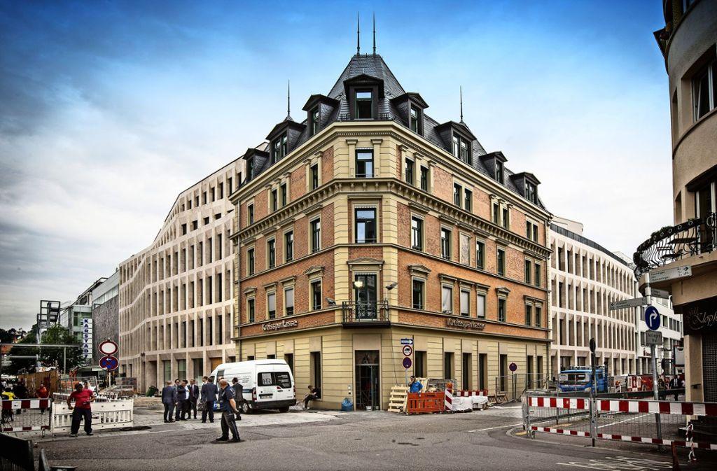 Viel fehlt nicht mehr: Bereits am 25. Juni soll die umgebaute Hauptstelle der Kreissparkasse Esslingen-Nürtingen in Betrieb gehen Foto: Horst Rudel