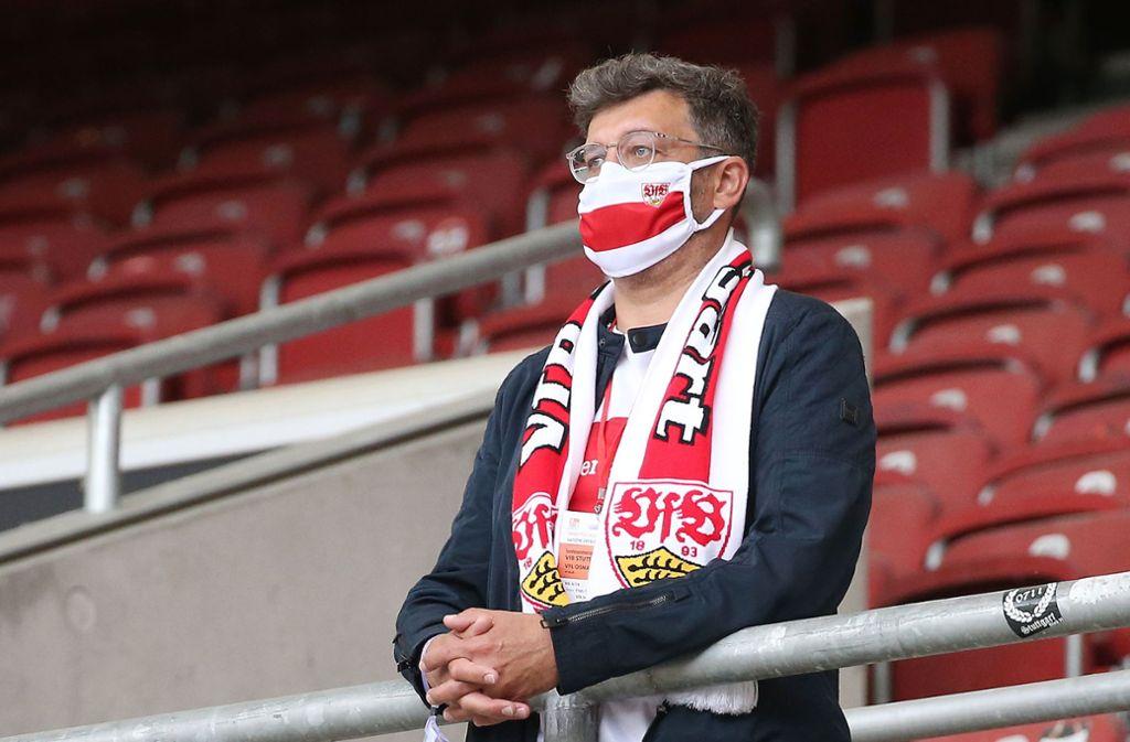 VfB-Präsident Claus Vogt schaute sich das Spiel im Stadion an – allein auf weiter Flur. Foto: Pressefoto Bauman/Alexander Kepp