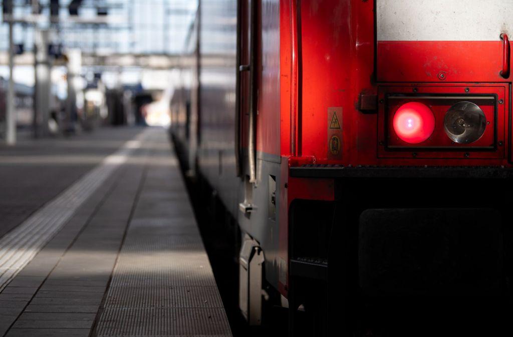 Bahnkunden können Tickets, die vor dem 13. März gekauft wurden, auch gegen Gutscheine eintauschen. Foto: dpa/Sven Hoppe