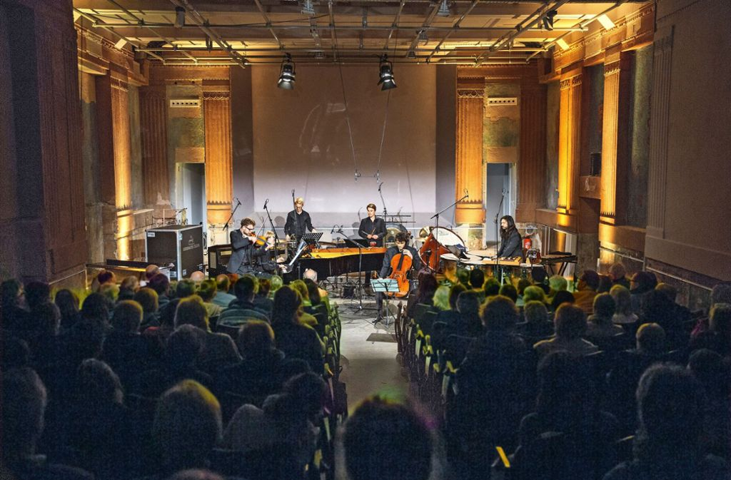 Auch das Podium-Festival gibt  mit zeitgenössischer Musik Gastspiele im Central-Theater Foto: Horst Rudel