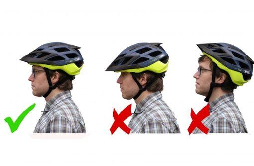 Zu weit in der Stirn oder im Nacken - beides bietet nicht den optimalen Schutz bei einem Sturz. Die goldene Mitte machts, wie das Foto zeigt.