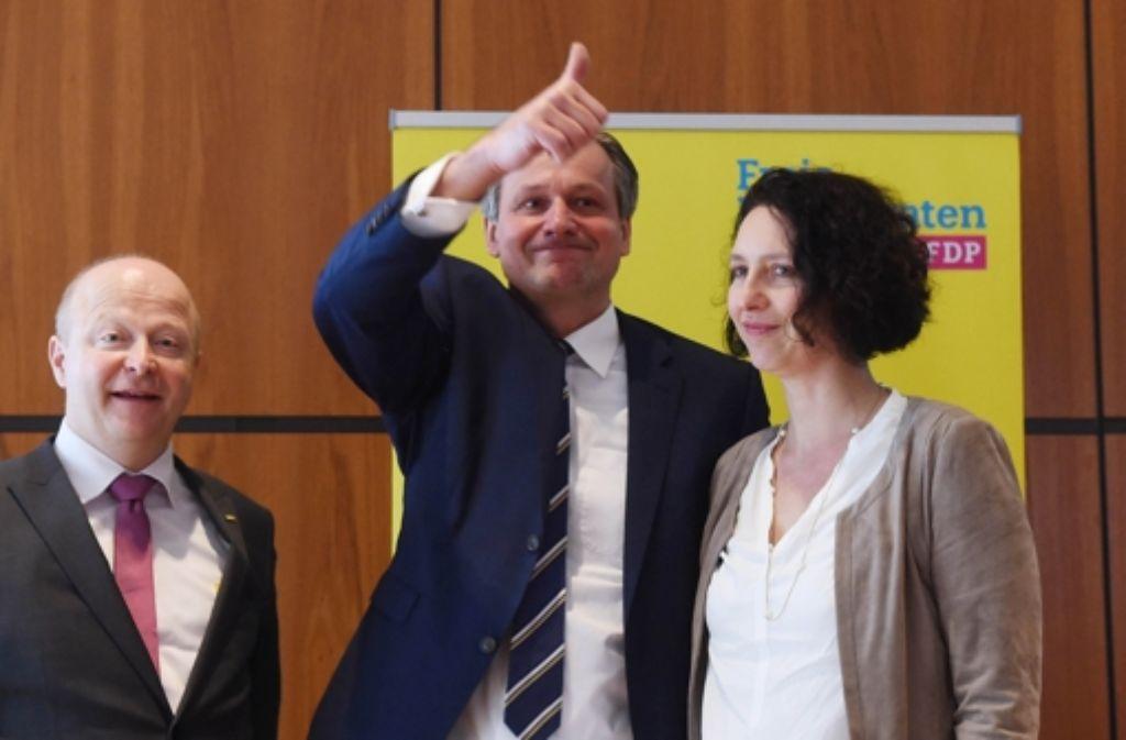 FDP-Spitzenkandidat Rülke (Mitte) mit Ehefrau Karin und Landeschef Theurer Foto: dpa