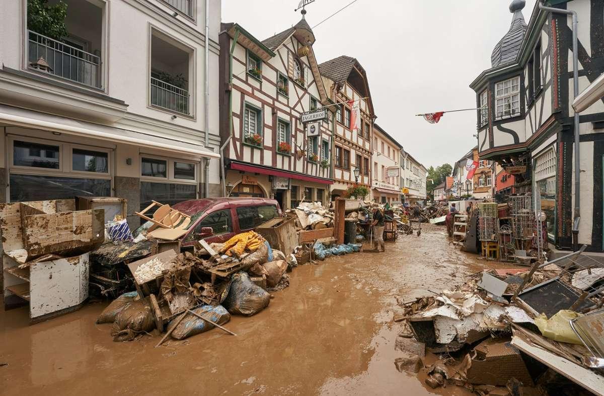 In den von der Flut-Katastrophe betroffenen Gebieten laufen die Aufräumarbeiten auf Hochtouren. (Archivbild) Foto: dpa/Thomas Frey