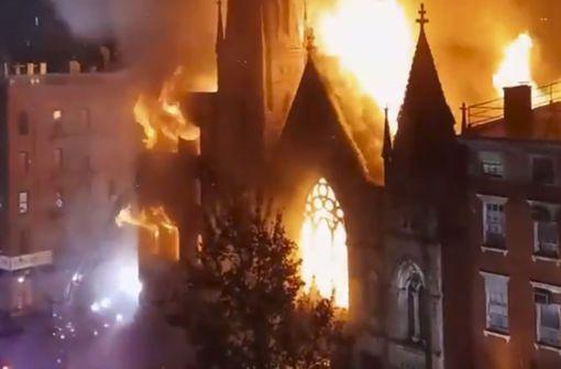 Feuer zerstört historische Kirche