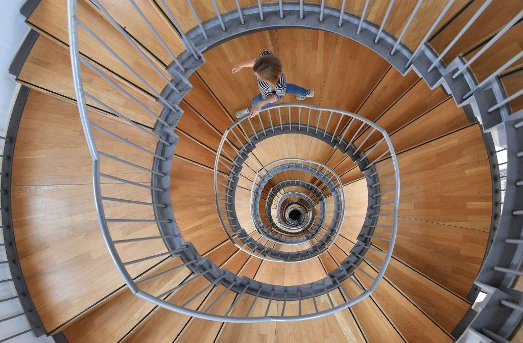 Wer an Herzschwäche leidet, merkt dies meist beim Treppensteigen: Was noch vor wenigen Monaten wenig Mühe bereitet hat, bringt einen nun in Atemnot. Foto: dpa