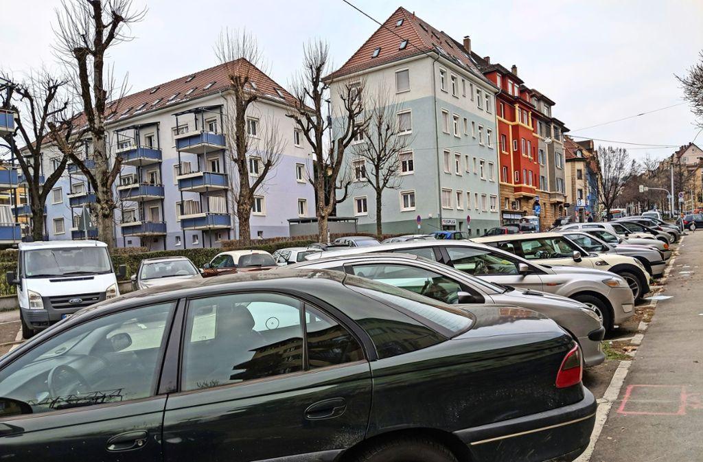 Die Parksituation an der Wagenburgstraße ist sportlich. Foto: Jürgen Brand