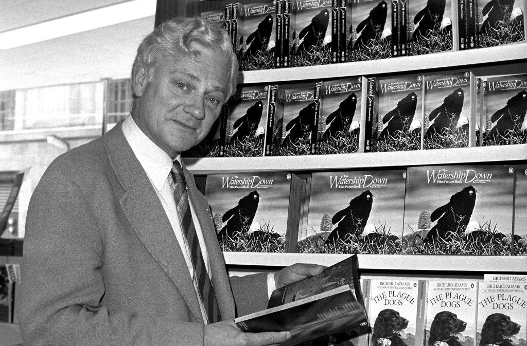 """1978 sposiert der britische Autor Richard Adams vor seinem größten Erfolg """"Unten am Fluss"""". Foto: PA"""