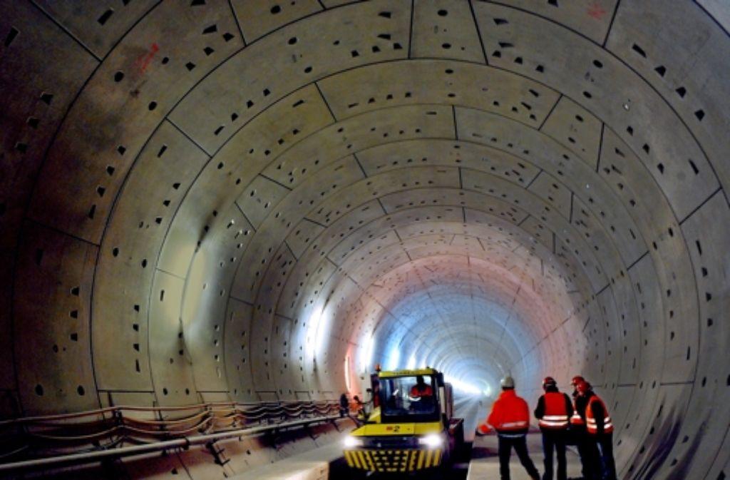 Im Januar 2010 war der Tunnel im Rohbau fertig, jetzt kommt die erste Katastrophenschutzübung. Foto: dpa