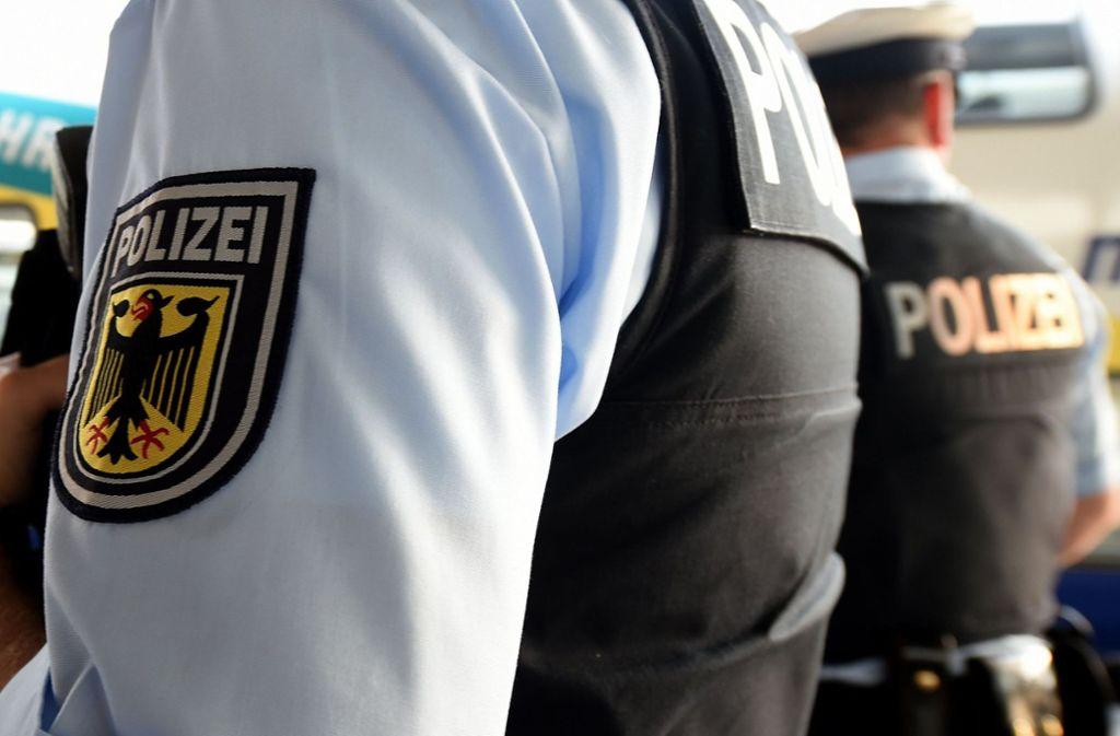 Bei einer Personenkontrolle in einem Zug auf Höhe Esslingen war der Gesuchte aufgefallen und anschließend festgenommen worden. Foto: dpa/Holger Hollemann
