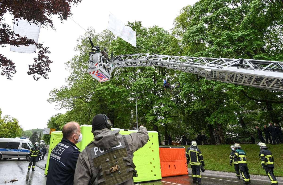Die Polizei beendete die Besetzung. Foto: dpa/Felix Kästle