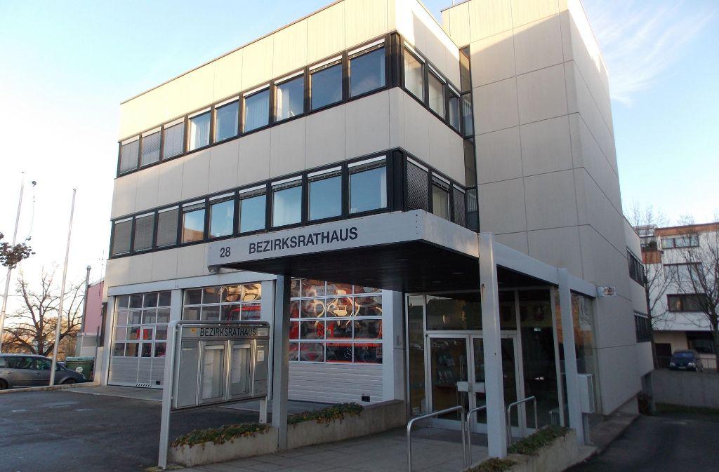 Das Bezirksrathaus mit Feuerwehrmagazin in Sillenbuch Foto: Archiv Holowiecki