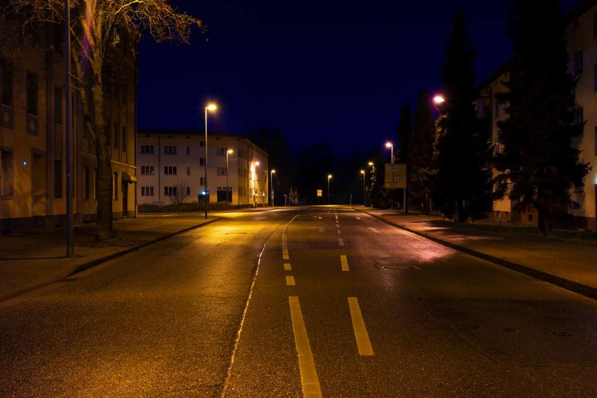 Darf man trotz Ausgangssperre unterwegs sein? Foto: Tino Lehmann / shutterstock.com