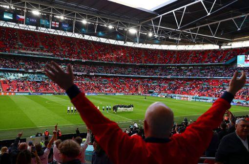 Englischer Verband warnt Fans wegen Schmähgesängen