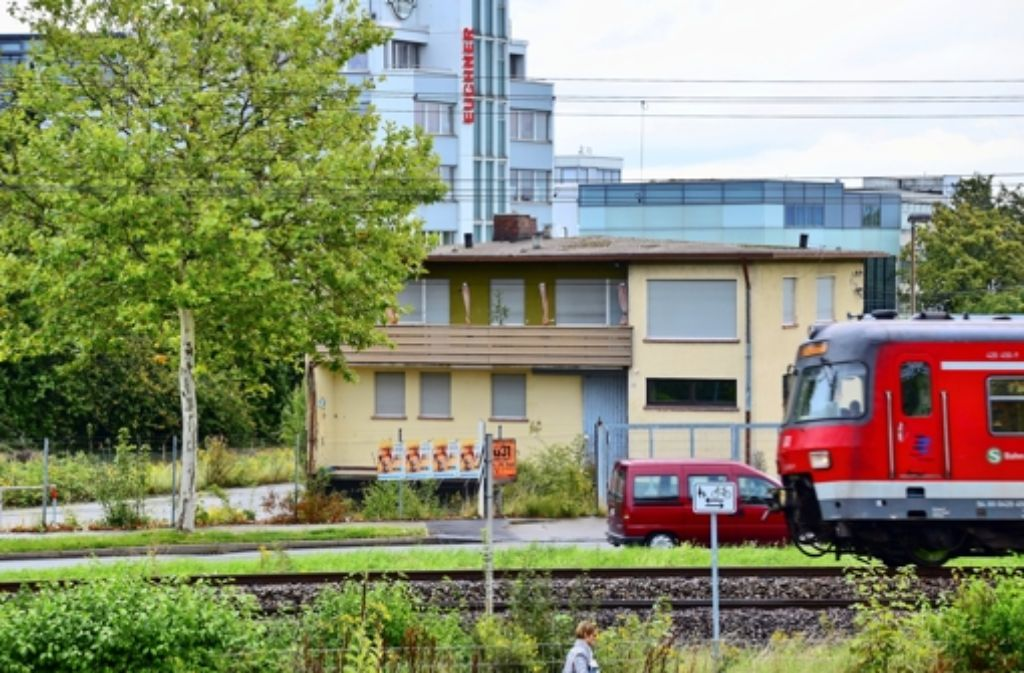 In etwa auf Höhe des ehemaligen Getränkemarkts an der Max-Lang-Straße in Leinfelden wird die künftige Endstation der Stadtbahnlinie U5 gebaut. Foto: Norbert J. Leven