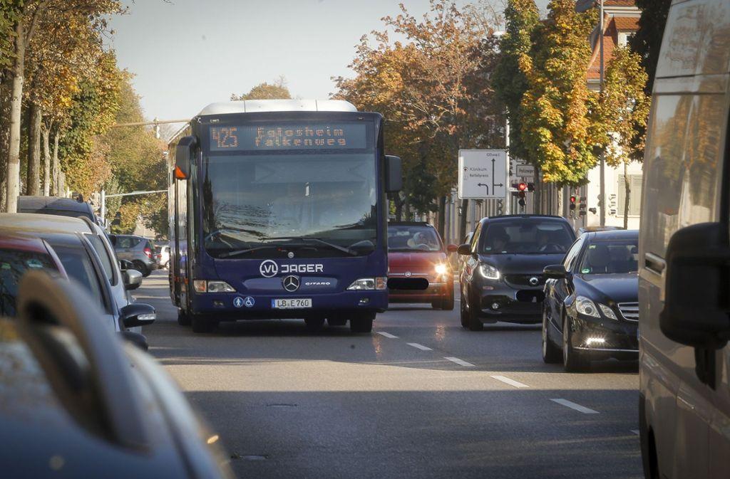 In der Hohenzollernstraße in Ludwigsburg werden regelmäßig Busse geblitzt. (Symbolbild) Foto: factum/Weise/Simon Granville