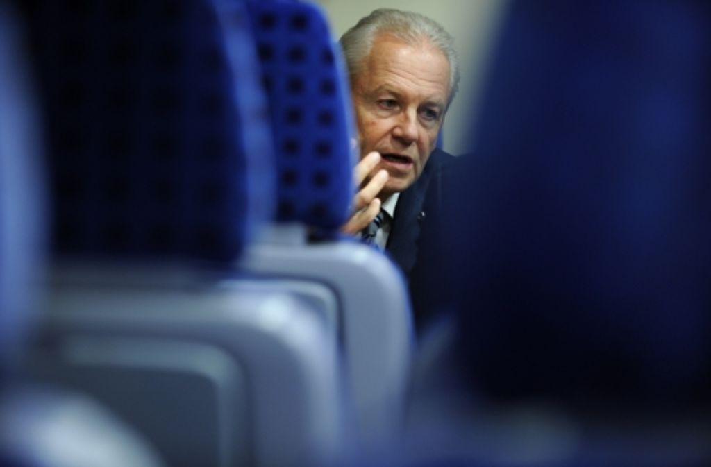 Trotz sorgenvoller Miene: Bahnchef Rüdiger Grube  steht zu Stuttgart21. Foto: dapd