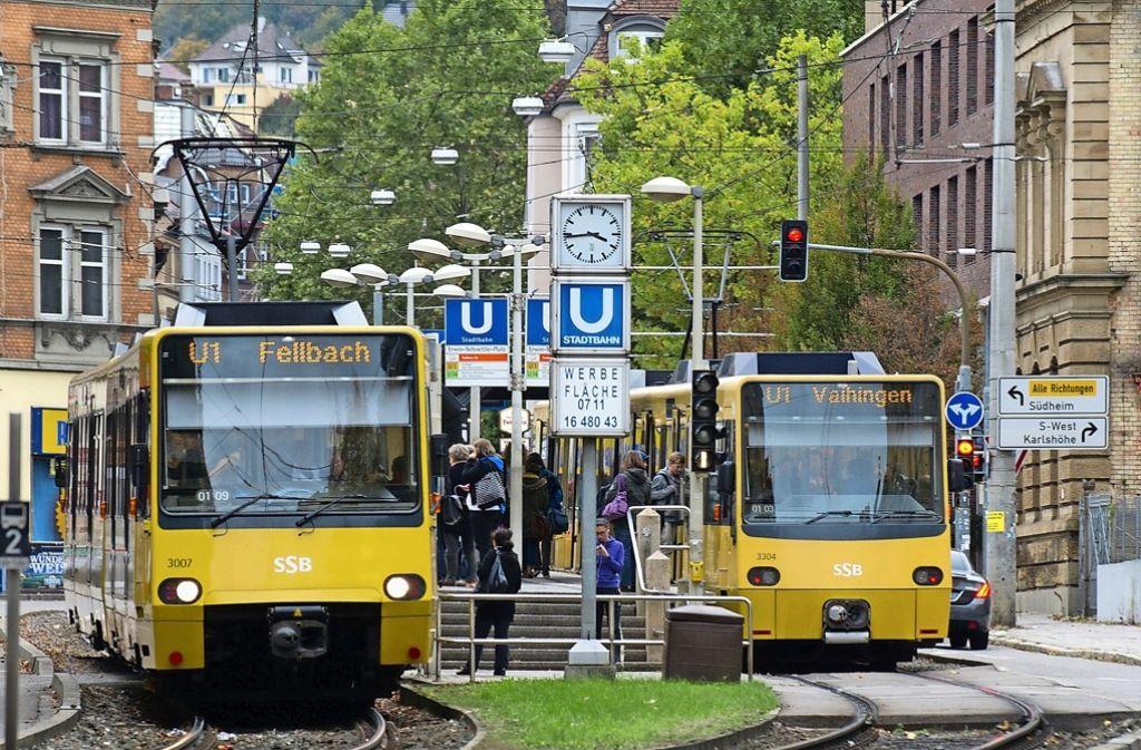 Traute Eintracht am Erwin-Schöttle-Platz: Von 17. Mai an wird auch die Linie U1 zwischen Fellbach und Vaihingen umgeleitet. Foto: dpa