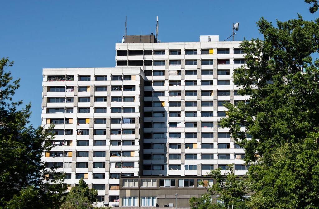 Viele Infizierte leben in diesem Hochhauskomplex in Göttingen. (Archivbild) Foto: dpa/Swen Pförtner