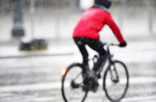 Radfahrer verletzt sich bei Sturz schwer