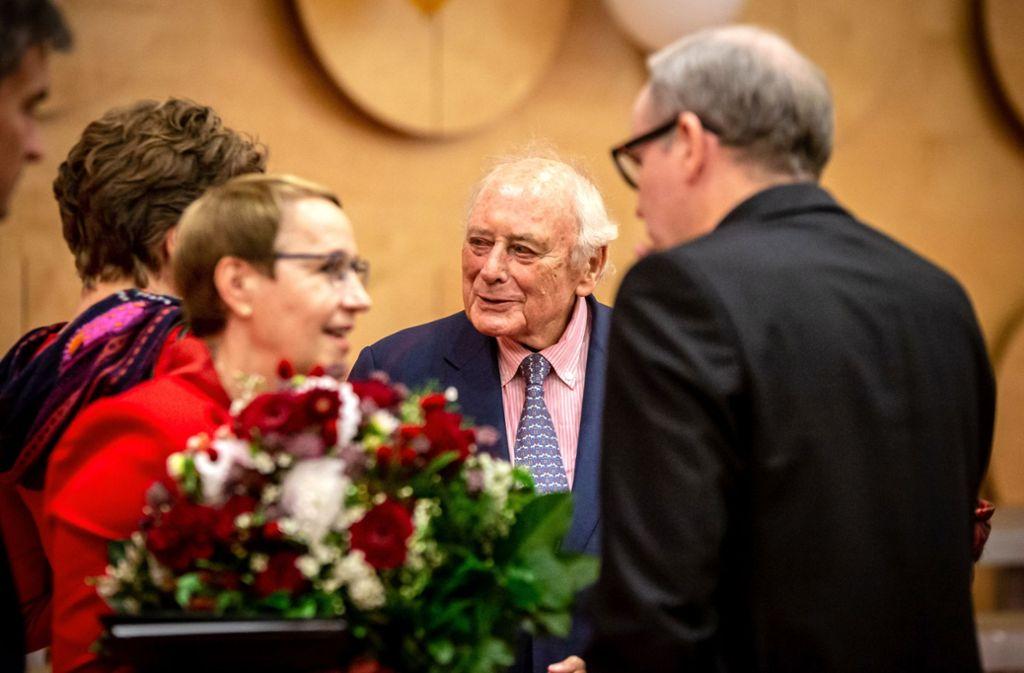 Sie waren ein gutes Team: Cornelia Ewigleben (links) und Reinhold Würth (Mitte), der 22 Jahre lang das Württembergische Landesmuseum unterstützt hat. Foto: Lichtgut/Julian Rettig