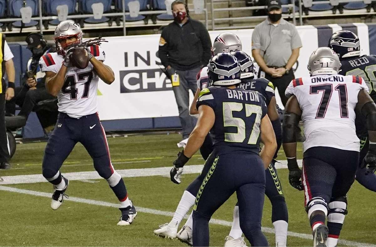 Der große Augenblick des Jakob Johnson: Der Fullback der New England Patriots fängt in der Endzone einen Pass von Quarterback Cam Newton. Foto: dpa/Elaine Thompson