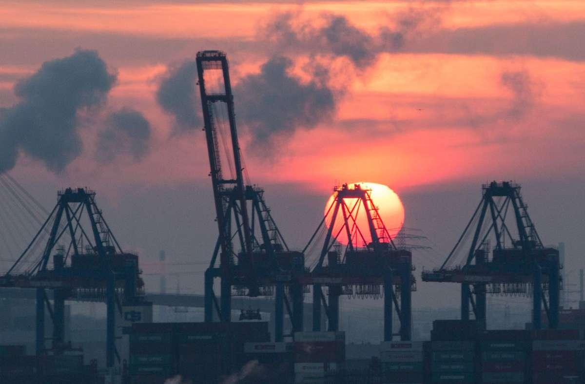 Die deutsche Wirtschaft schloss im letzten Quartal 2020 mit einem Mini-Wachstum ab. (Symbolbild) Foto: dpa/Christian Charisius