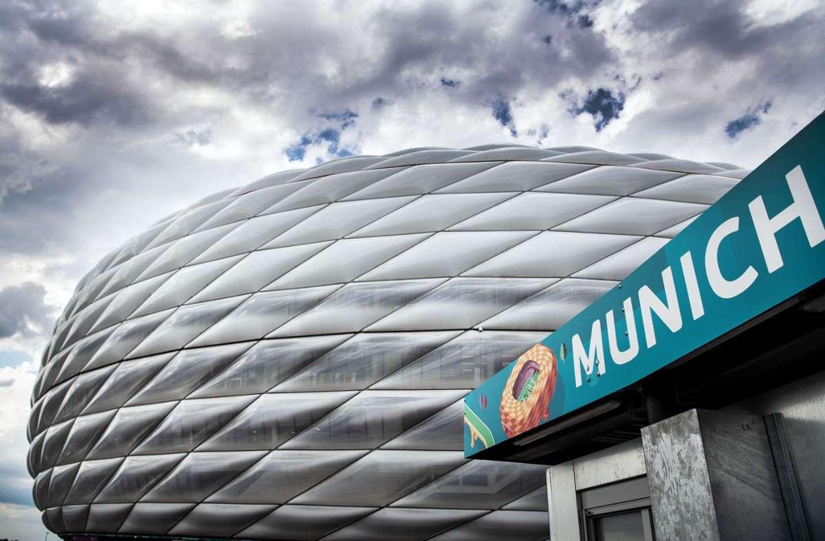 In München haben Unbekannte Banner der UEFA gestohlen. Foto: dpa/Federico Gambarini