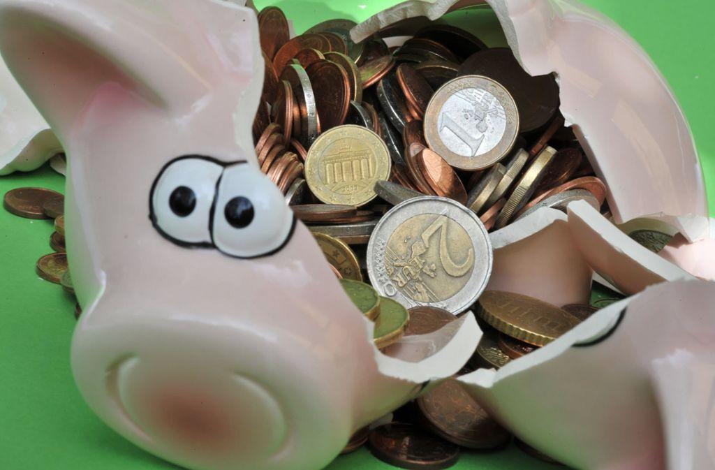 Zinsen gibt es auch auf dem Bankkonto kaum – wenigstens ist es sicherer als ein Sparschwein. Foto: dpa