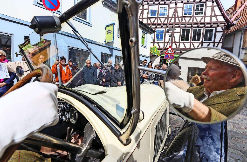 Stammgast bei der Leo-Motor-Classic: Bernd Nixdorf mit seinem 89 Jahre alten und 61 PS starken Buik. Foto: factum/Granville