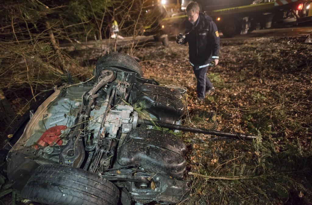 Unfall bei Calw: Das Auto eines 21-Jährigen ist in zwei Teile gerissen worden. Foto: 7aktuell.de/Oskar Eyb