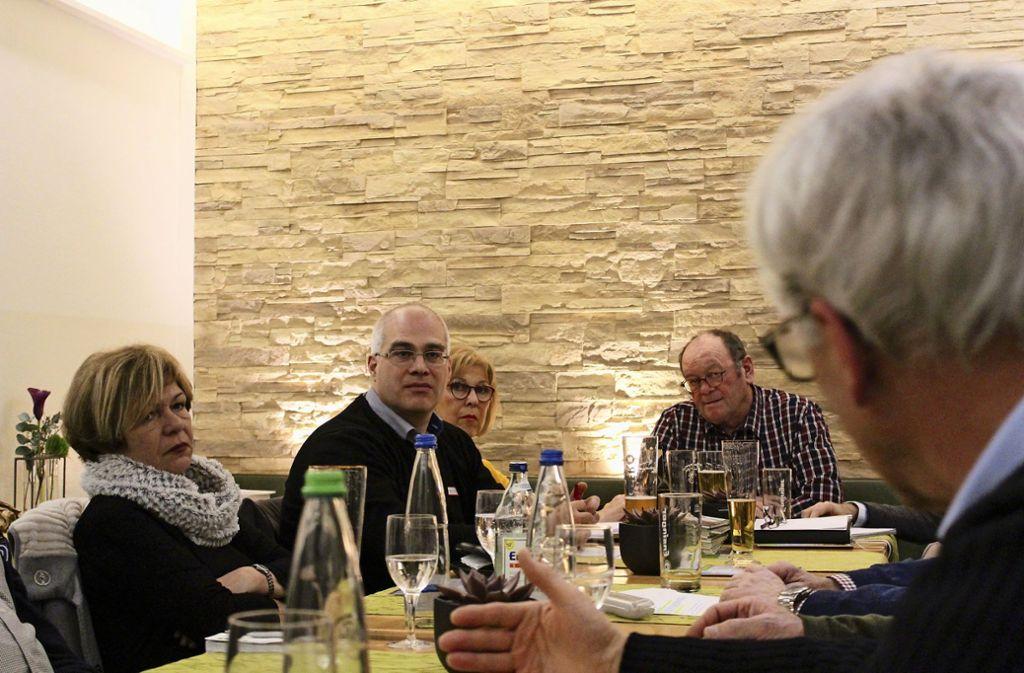 Kein Vorstandsnachfolger in Sicht: Gerhard Bauer (vierter von links), seit Jahren Chef des Gartenbauvereins, ist mit seinem Problem nicht allein. Foto: Tilman Baur