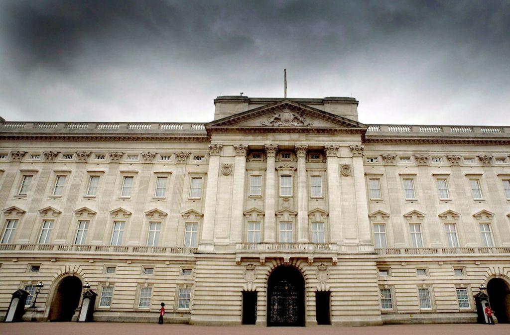 Ein 22-Jähriger soll sich unbefugt Zutritt zum Buckingham-Palast in London verschafft haben. Foto: picture-alliance/ dpa